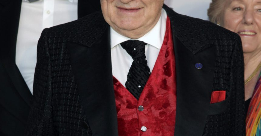 #VOA: Sirio Maccioni, Who Opened Famed Eatery Le Cirque, Dies. #VOANews