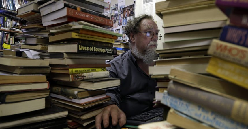 #VOA: South African Booksellers Open Up Sales in Defiance of Lockdown . #VOANews