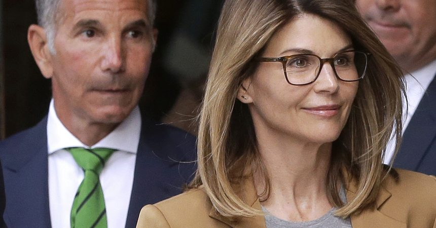 #VOA: Hollywood Couple Agrees to Plead Guilty in College Admissions Scandal . #VOANews