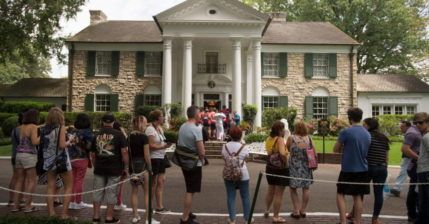 #VOA: Elvis Presley's Graceland Set to Reopen This Week in Memphis. #VOANews