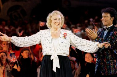#VOA: Dame Vera Lynn, Britain's World War Two 'Forces' Sweetheart,' Dies at 103. #VOANews