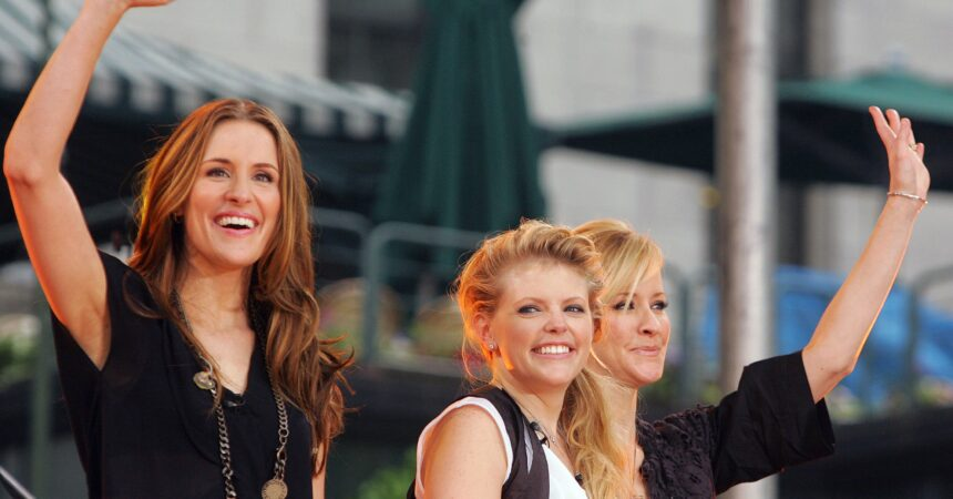 #VOA: Dixie Chicks Drop 'Dixie' from Name with Release of New Protest Song. #VOANews