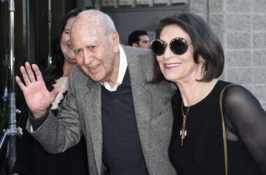 #VOA: Entertainment Legend Carl Reiner Dies at 98. #VOANews