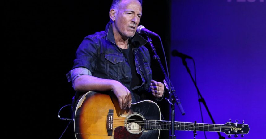 #VOA: A Fatherly Springsteen Advises Students During COVID. #VOANews