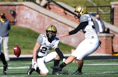 #VOA: Vanderbilt Kicker Becomes First Woman to Play US College Football in Major Conference. #VOANews