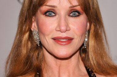 #VOA: Tanya Roberts, Bond Girl And 'That '70s Show' Star, Dies. #VOANews