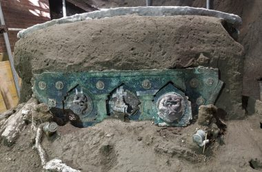 #VOA: Archaeologists Find Intact Ceremonial Chariot Near Pompeii. #VOANews